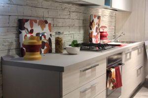 איך מתבצע חיפויי קירות מטבח